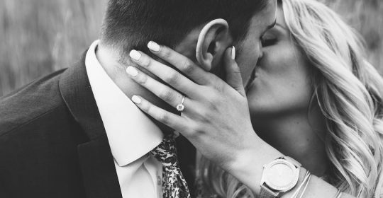 Lifestyle Glitz - 4 Fashion Hacks for Perfect Engagement Pictures